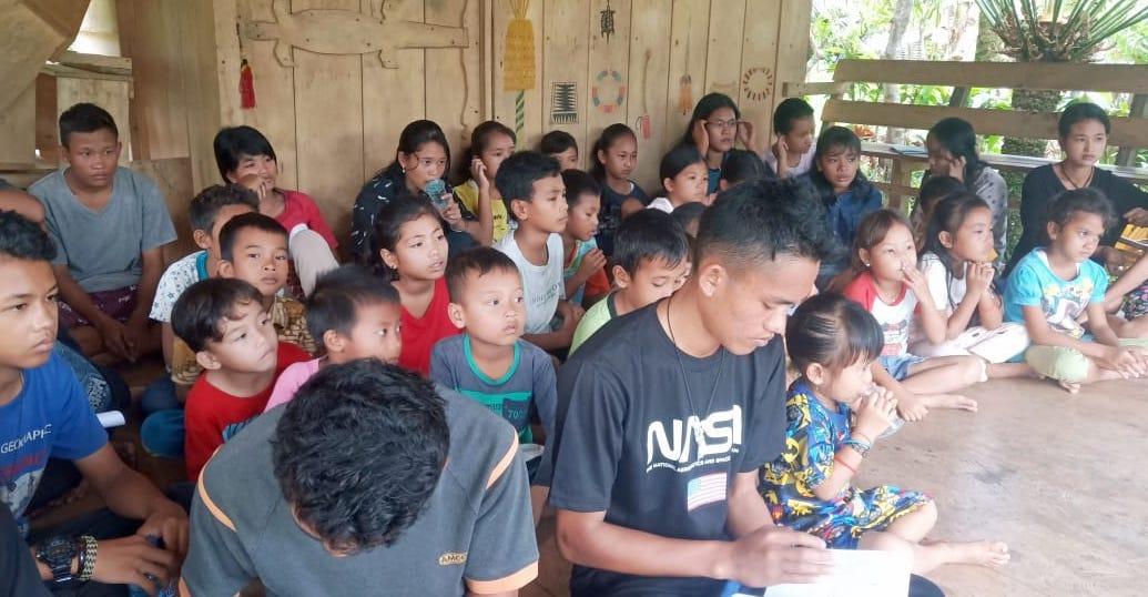Mentawai students learning cultural education at their Mentawai learning hub
